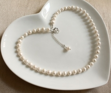 Bridesmaid /  pearl necklace